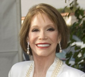 Mary-Tyler-Moore-Plastic-Surgery-Eyes