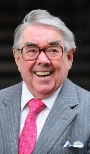 214F5BF800000578-3517054-British_comedian_Ronnie_Corbett_has_died_aged_85_it_was_announce-a-98_1459422920363